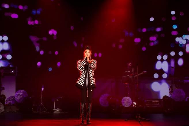 丁噹日前举办线上演唱会。(相信音乐提供)