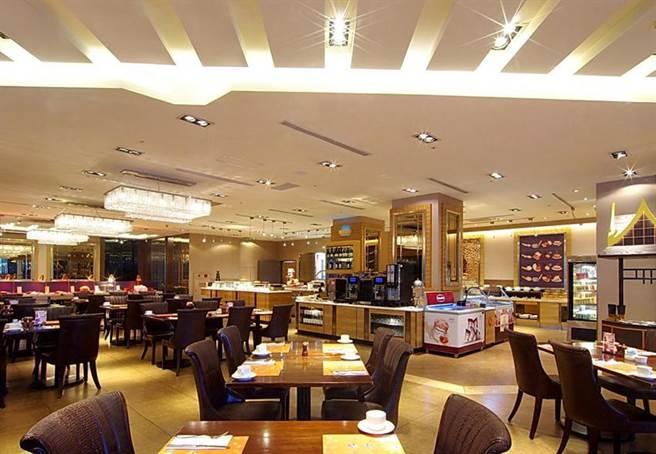 除夕至大年初五,台北花園大酒店「饗聚廚房」推出圍爐自助百匯。圖/台北花園大酒店提供