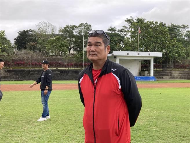 花蓮光復國小教練李正雄。(鄧心瑜攝)