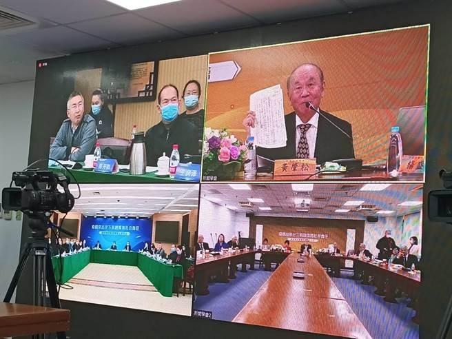 《中國時報》前社長、世新大學客座教授黃肇松11日在「海峽兩岸新聞交流視訊座談會」(簡立欣攝)