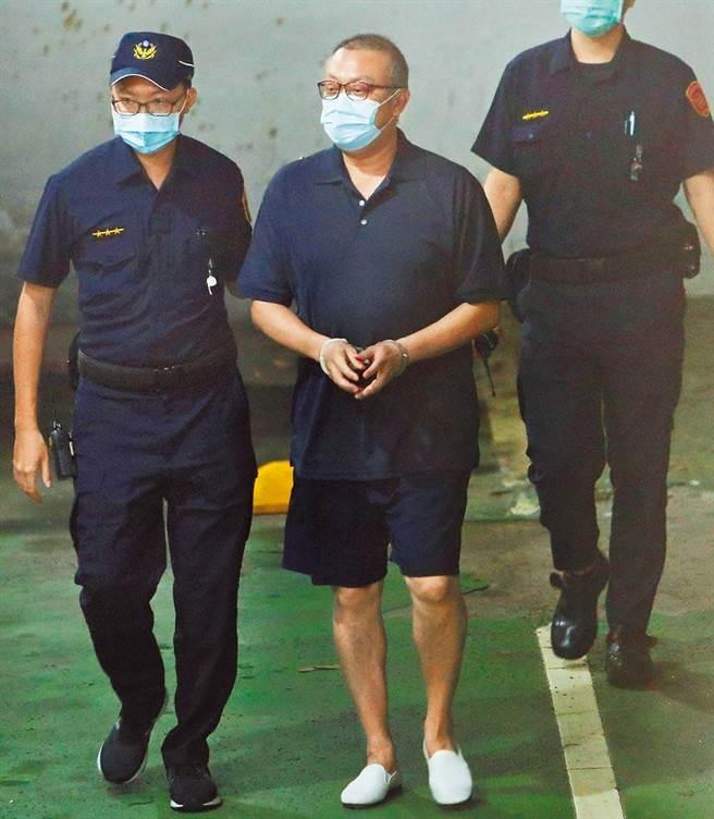 立委集体贪污案,民进党立委苏震清(中),仍在押禁见。(本报资料照片)