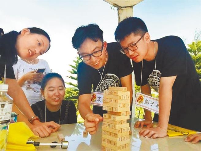 圖為東吳大學陸生參加迎新宿營。(資料照片)