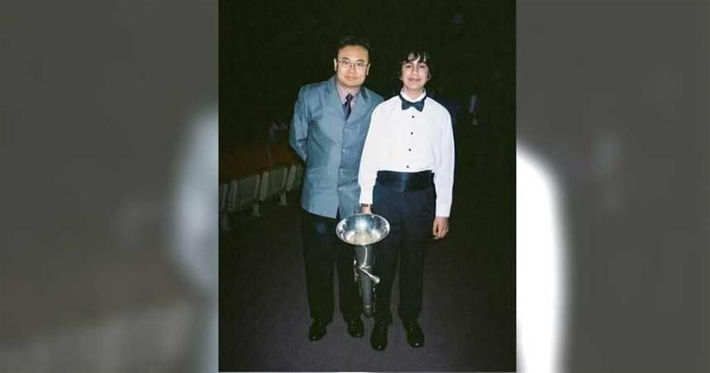 盧老師(左)在美國最得意的門生迪亞哥,已自常春藤名校哥倫比亞大學畢業。(圖/盧老師提供)
