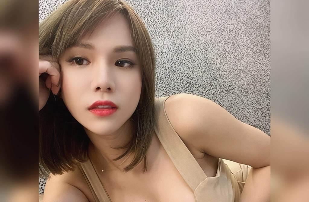 小A辣今年到泰國動變性手術。(圖/翻攝自小A辣臉書)