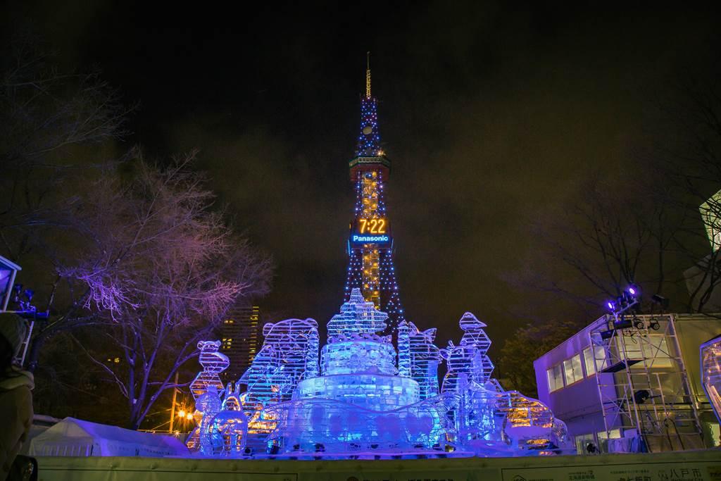 札幌雪祭過去每年吸引海內外逾200萬人到場,是北海道最大規模的觀光活動,圖為2018年札幌雪祭。(圖/shutterstock)