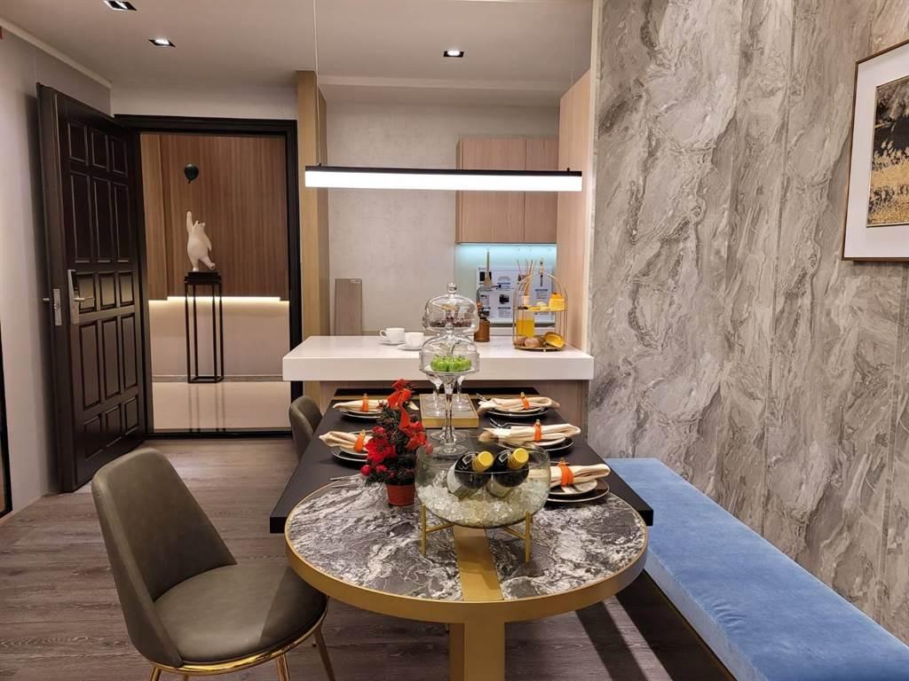 《豐邑風禾》三房44坪、面對超過萬坪「風禾公園」的首排,總價不到2千萬元,是內湖同類型房價的1/3。(王莫昀攝)