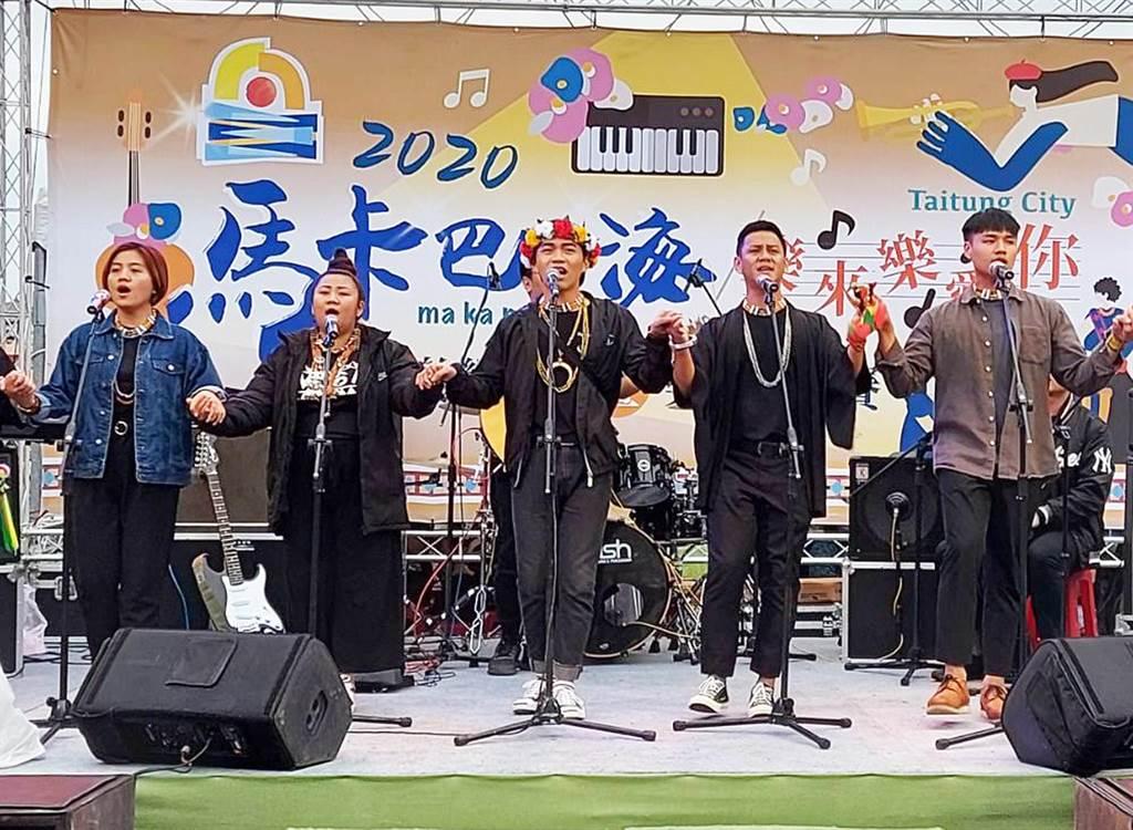 由台東市公所主辦的「2020馬卡巴嗨音樂饗宴暨樂團大賽」,今天下午在鐵花新聚落登場。(台東市公所提供)