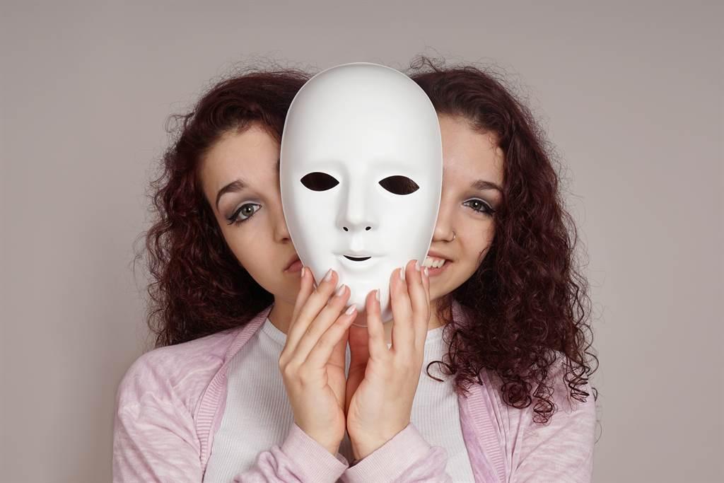 有些星座的人善於偽裝,讓人摸不清楚他們的真面目,假若不小心惹怒他們,下場可能會很慘。(示意圖/達志影像)