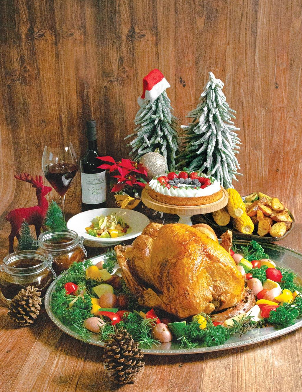 台中林酒店推出耶誕節限定蛋糕森林百匯,預訂耶誕晚餐 還有機會抽大獎。圖/台中林酒店提供