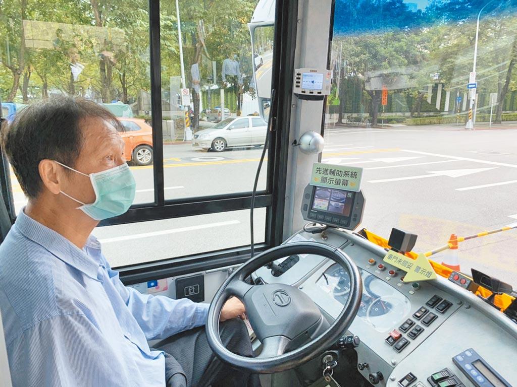 北市公車司機缺額千名,甚至在近半年有高達133人離職。北市公共運輸處坦言,近半年人力流失嚴重,會協助公車業者辦理徵才招募。(本報資料照片)