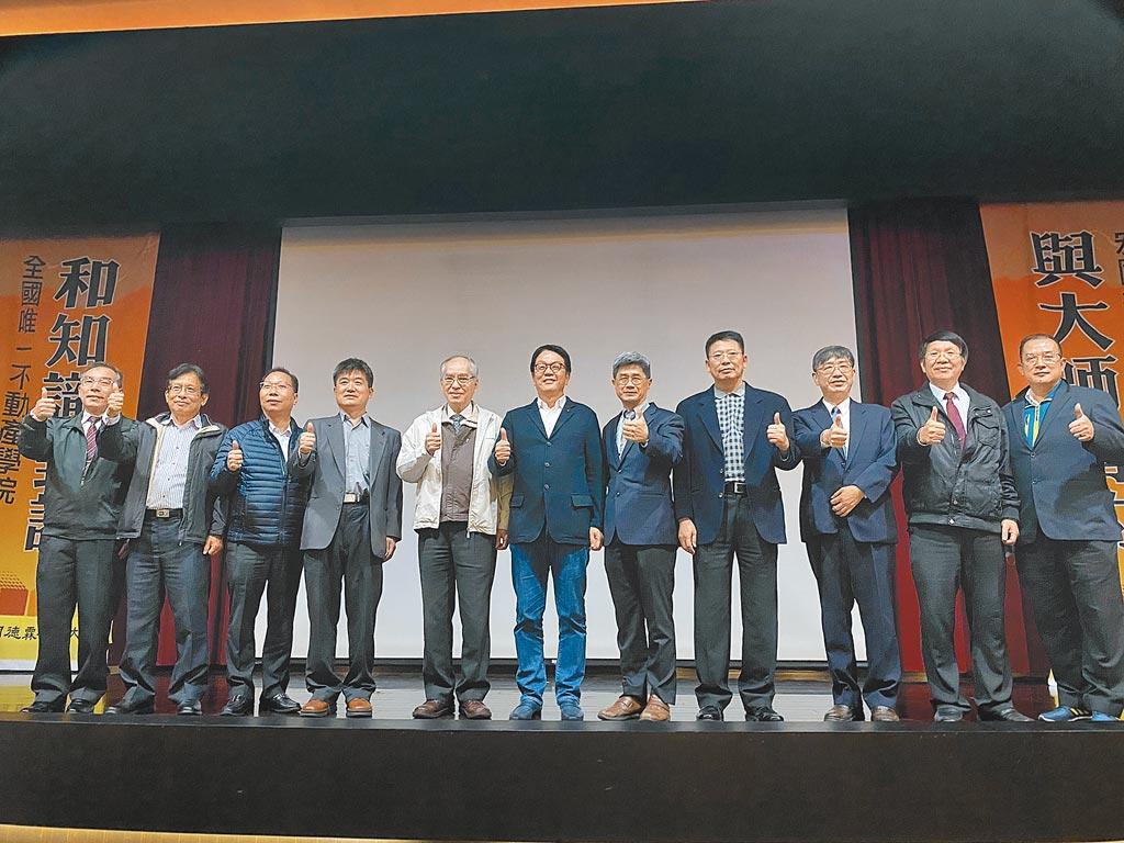 傳真實業王明成董事長應邀至宏國德霖科大演講。(傳真實業提供)