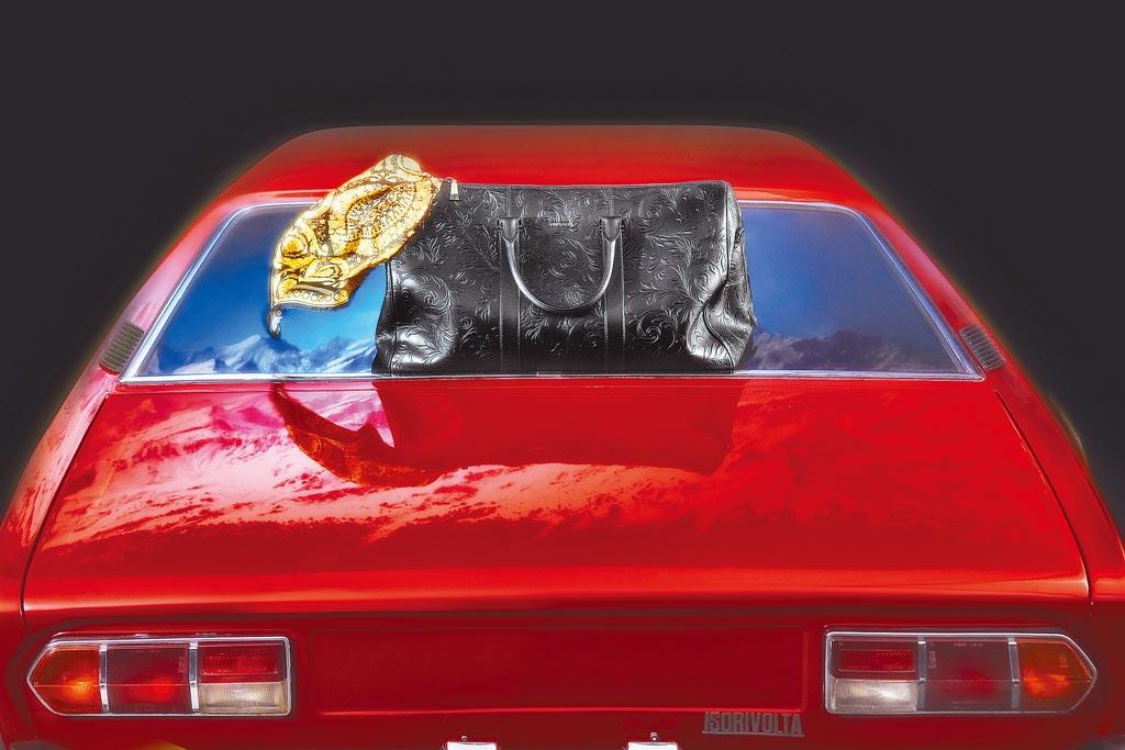 豪華的公路之旅,是Versace這次想表達的耶誕夢幻行程。(Versace提供)
