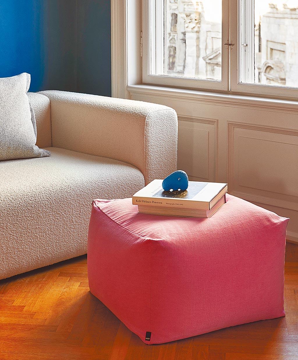 Hay的Pouf方糖懶骨頭,可作為茶几、腳凳使用,顏色多元,1萬980元。(Hay提供)