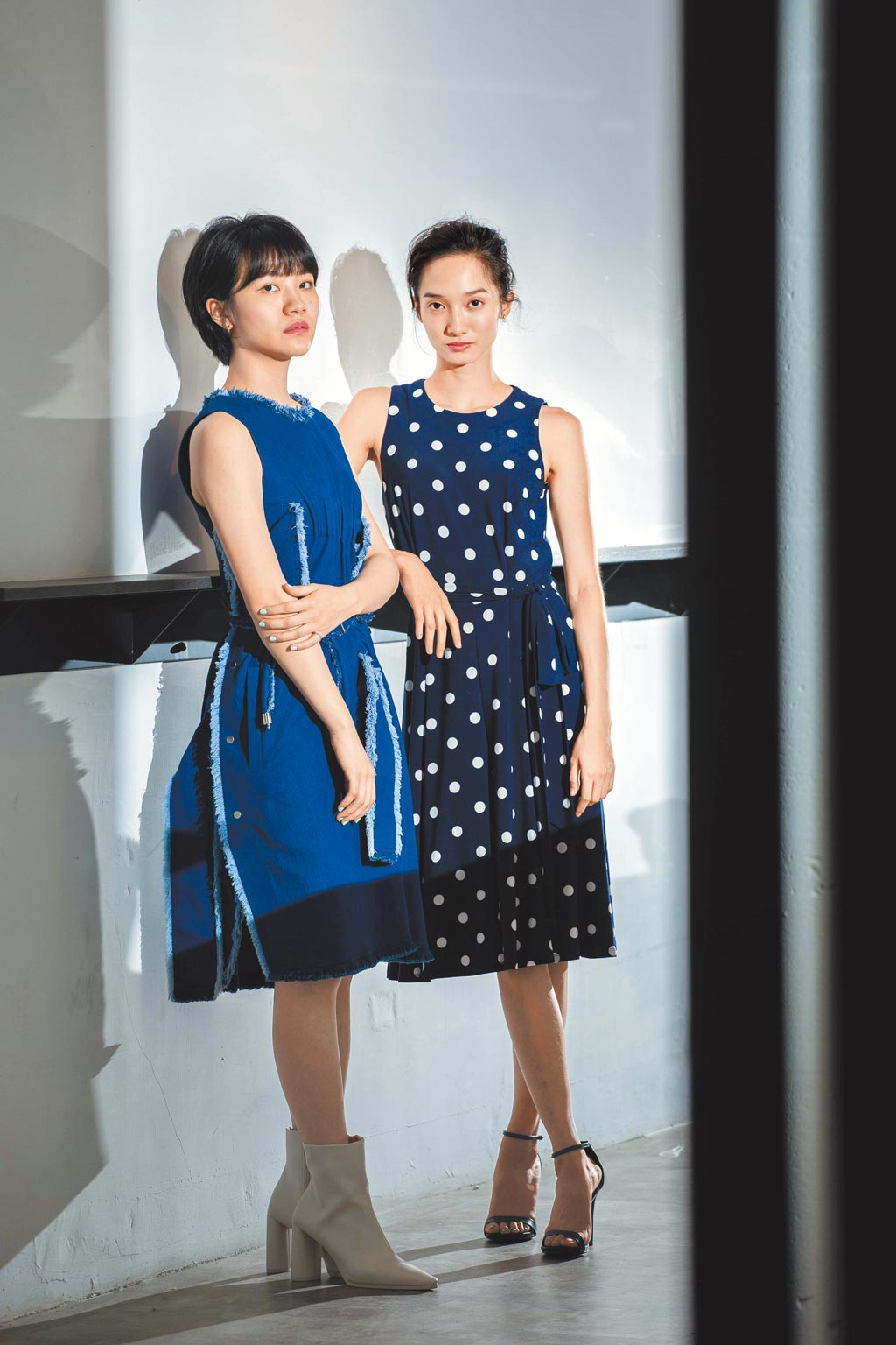 《返校》影集雙女主角李玲葦(左)、韓寧日前接受專訪分享拍戲心情。(石智中攝)