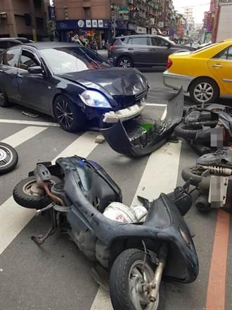 三重新北大道連環車禍 7人受傷送醫 1駕駛棄車肇逃