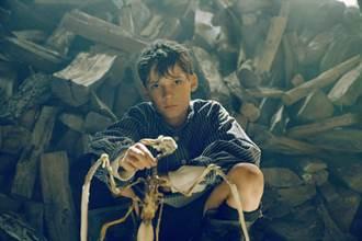 經典改編挑戰禁畫令 《偷畫男孩》屢奪多項電影獎肯定