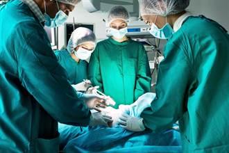 婦人難產手術前狂說「一定請你吃肉包」 名醫曝超暖心結局