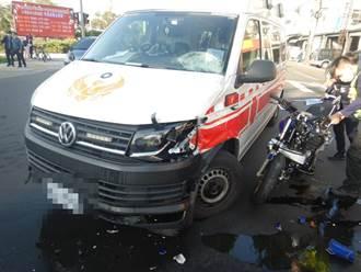 重机疾驶猛撞鸣笛救护车 骑士弹飞送医抢救