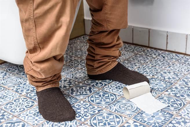 男生也應該坐著尿尿,醫揭3大好處,網嘗試過後讚翻。(圖/Shutterstock)