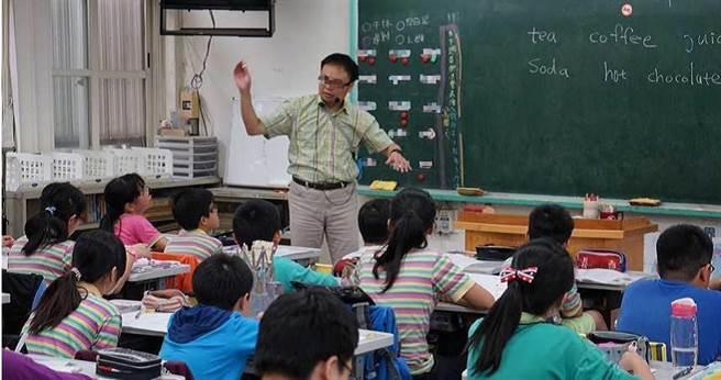 盧姓代理教師只上課6周就被解職十分不滿,認為教育部以學期為單位請假的規定形同虛設。(圖/盧老師提供)
