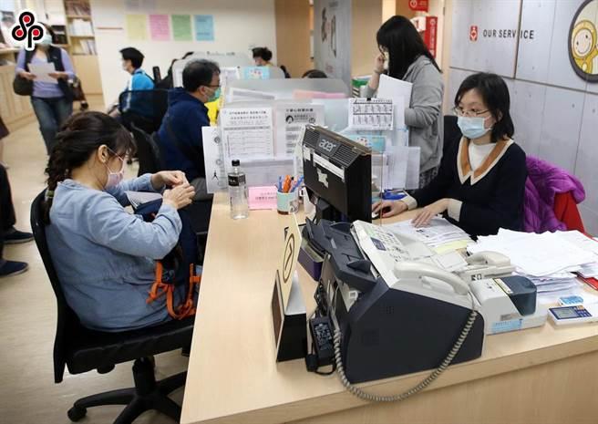 受到新冠肺炎疫情影响,今年失业劳工人数增加甚多。(报系资料照)