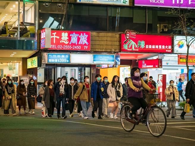 台湾已经一段时间没有本土案例,美媒报导「好像身在未来」。(示意图/shutterstock)