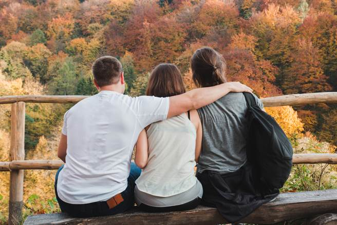 意外發現就讀頂大的弟弟劈腿3個女生,主動詢問之後還意外透露超扯價值觀,讓人聽了難以接受,許多網友也看傻。(示意圖/Shutterstock)