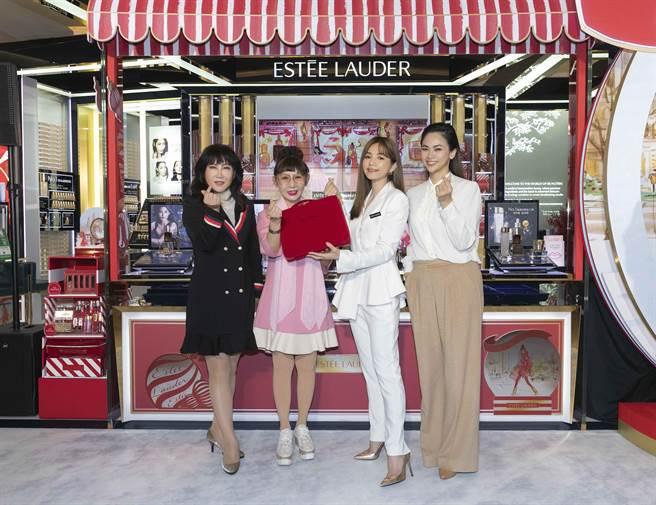 (左至右)台湾雅诗兰黛集团邓晓华执行董事总经理、远东百货许雪芳总经理、ELLA陈嘉桦、雅诗兰黛品牌总经理王家琳。(雅诗兰黛提供)