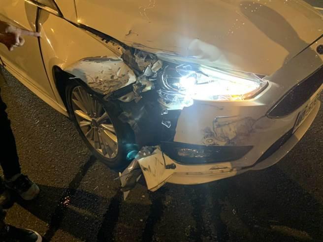 中彰快速道路昨晚發生疑因不當變換車道,後方車煞車不及追撞等意外。(警方提供/陳世宗台中提供)
