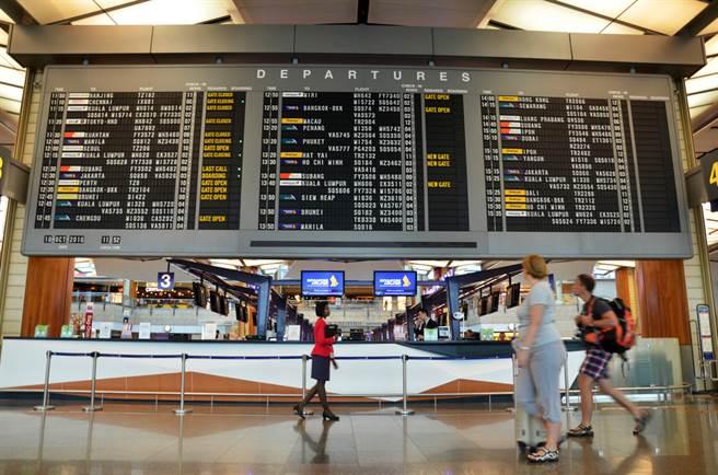 新加坡放宽放宽台湾旅客入境标准,对此,疫情指挥中心应变组副组长罗一钧表示,全世界都不建议前往。(示意图/Shutterstock)