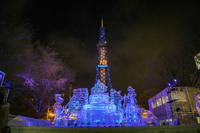 札幌雪祭过去每年吸引海内外逾200万人到场,是北海道最大规模的观光活动,图为2018年札幌雪祭。(图/shutterstock)