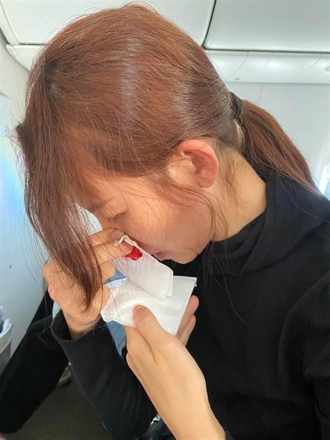 蔡少芬連搭飛機都會流鼻血。(圖/翻攝自蔡少芬微博)