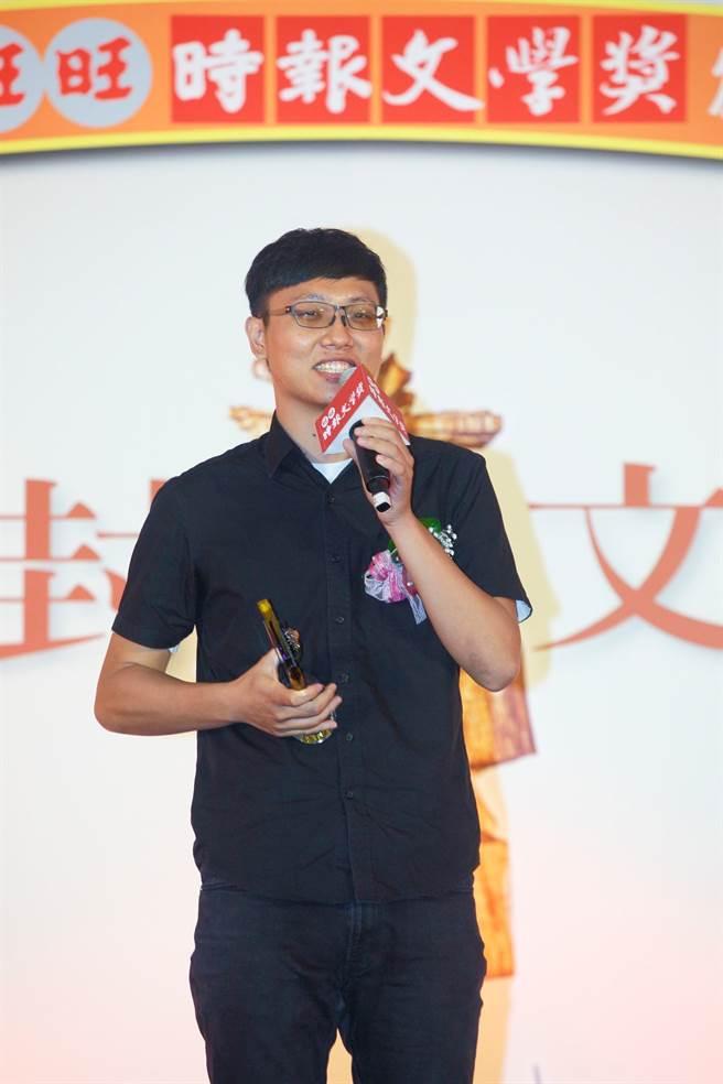 新詩組首獎得主蔡凱文(如圖)12日在第41屆旺旺‧時報文學獎頒獎典禮發表感言。(張鎧乙攝)