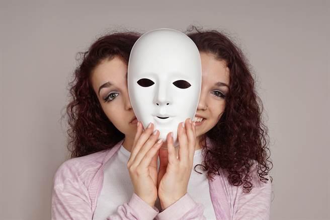有些星座的人善于偽装,让人摸不清楚他们的真面目,假若不小心惹怒他们,下场可能会很惨。(示意图/达志影像)