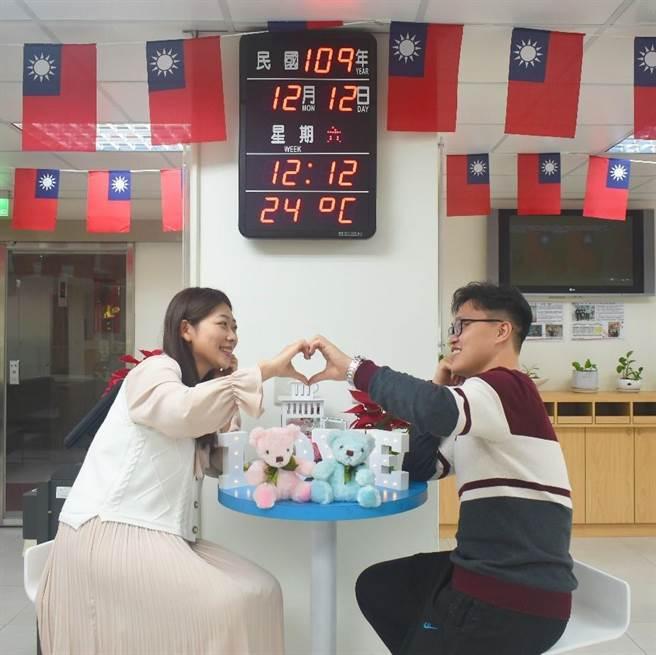 愛你愛妳1212結婚去  三重戶政幸福泡泡爆棚(戴上容攝)