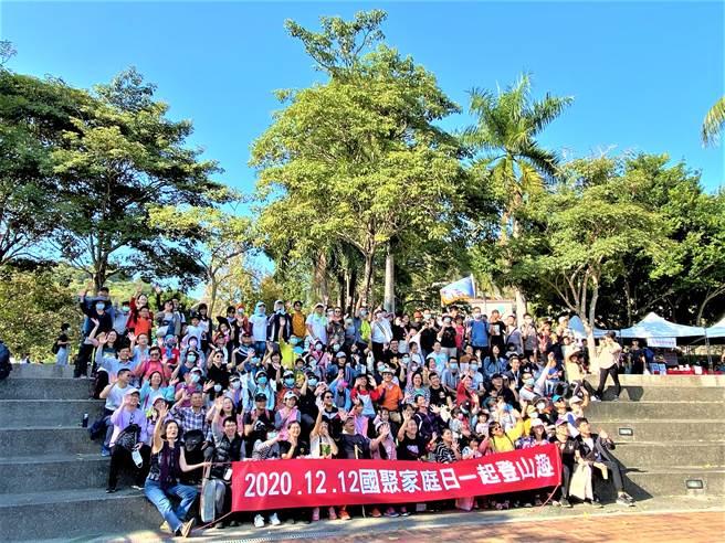 國聚建設主辦「2020登山日」,500多位住戶在舒適涼爽的午後,漫步於大坑9號步道。(盧金足攝)