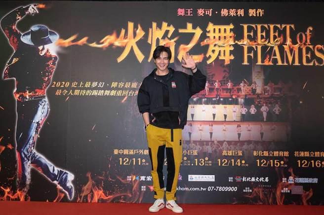 謝佳見至台北小巨蛋朝聖經典踢踏舞劇《火焰之舞》。(寬宏藝術提供)