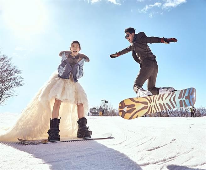 許孟哲和趙孟姿年初飛到日本輕井澤拍攝雪地婚紗。(永恆婚顧提供)