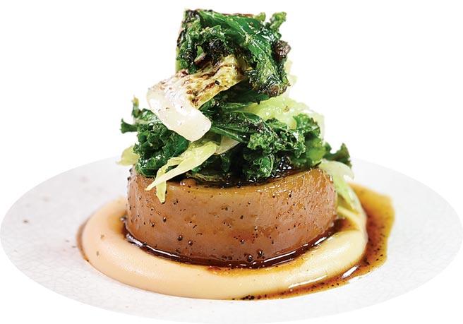 〈燉豬腳〉,是從英國名廚馬可.皮埃爾.懷特(Marco Pierre White)的一道名菜啟發而來,但Paul另外加了蔬菜豐富口感。圖/姚舜