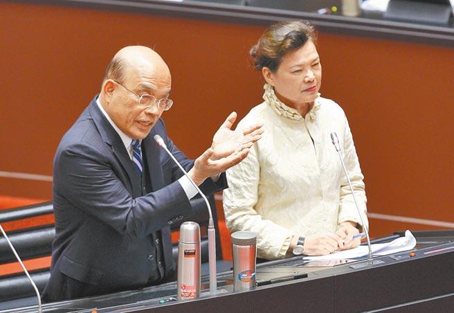 經濟部長王美花(右)、行政院長蘇貞昌(左)。(張鎧乙攝)
