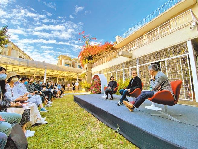 設計師黃惠美(左起)、大尺建築建築師郭旭原、《GQ雜誌》總編輯杜祖業齊聚理仁柏舍美感公園,交流生活美學與居住理想經驗。(盧金足攝)