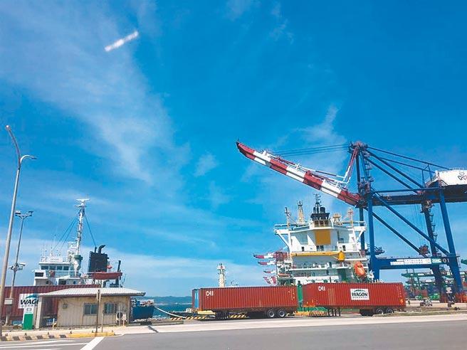 台北港开放民间土石方进场,月底就能陆续进港。(本报资料照)