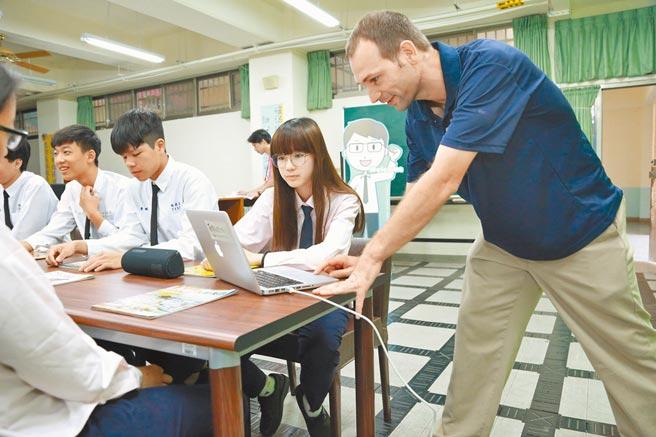 教育部未来4年,每年将引进300个外师,以提升台湾学生的英语能力。(教育部提供)