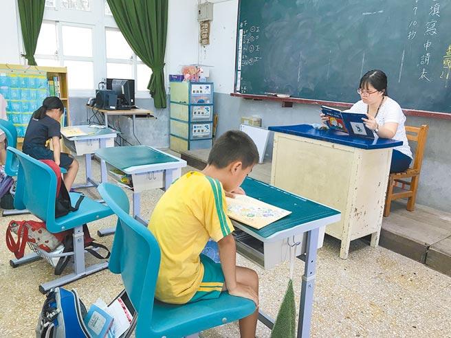 新豐鄉瑞興國小2017年開始參與MSSR計畫,規畫班級或全校共同時間,辦理喜愛書籍聊書日,培養學生的閱讀興趣。(莊旻靜攝)