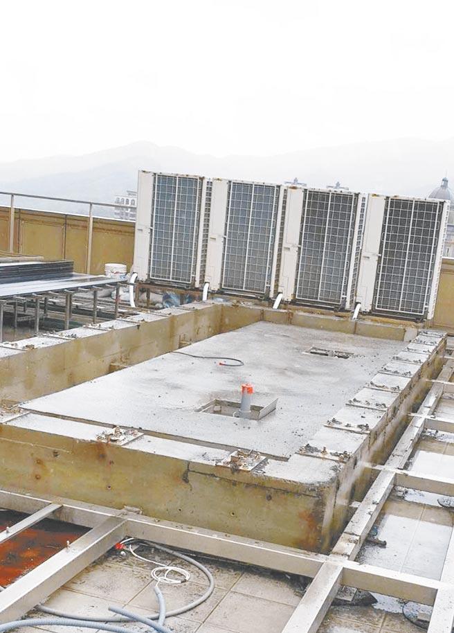 羅志祥的游池已開始進行拆除,僅剩部分墩座。(北市建管處提供)