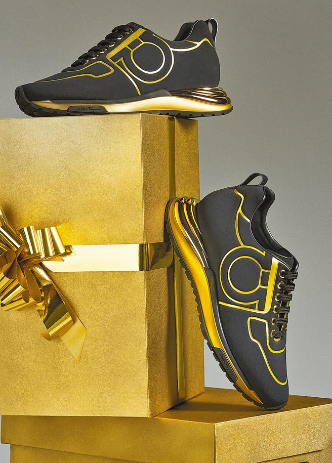Salvatore Ferragamo Brooklyn黑金色休閒鞋,3萬2500元。(Salvatore Ferragamo提供)