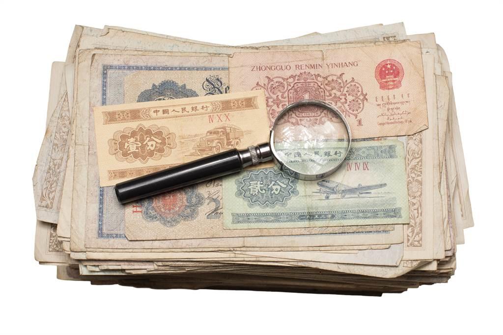 古代的紙鈔「銀票」和現在的鈔票差很多,只不過是寫上金額的紙,但為何沒人想到要造假?(示意圖/達志影像)