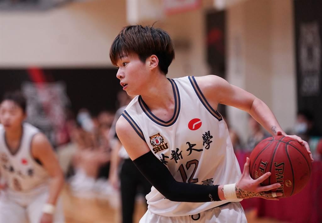 世新大學林蝶今天對北市大學拿下21分、14籃板。(大專體總提供)