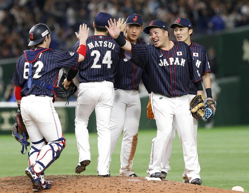 山川穗高(右2)認為今年打不好除了傷勢,還有專注度不足的問題。(美聯社資料照)