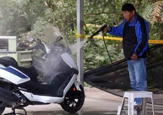 洗車後照鏡遭高壓風槍震碎 少女割傷險失明 驚悚影片曝光